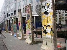 De val van de Berlijnse muur. de overblijfsels er van 1962.