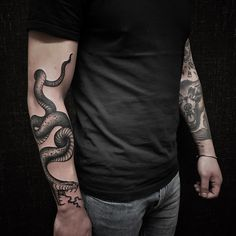 Black Ink Tattoos, Body Art Tattoos, Hand Tattoos, Sleeve Tattoos, Cool Tattoos, Black Snake Tattoo, Black Sleeve Tattoo, Japanese Snake Tattoo, Small Chest Tattoos