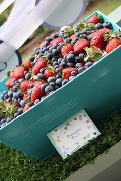 Travelling Mama: In the Night Garden {1st Birthday Party} pontipine fruit - make kebabs
