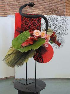 Modern Flower Arrangements, Church Flowers, Flower Show, Irises, Ikebana, Asian Style, Tablescapes, Creative Design, Floral Design