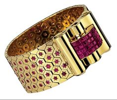 Paris Museum Sets Van Cleef & Arpels A 1934 cuff bracelet by Van Cleef & Arpels. Photo by Courtesy of Les Arts Décoratifs Bijoux Art Deco, Art Deco Jewelry, High Jewelry, Jewelry Accessories, Jewelry Design, Jewelry Stores, Golden Jewelry, Ruby Jewelry, Van Cleef Arpels