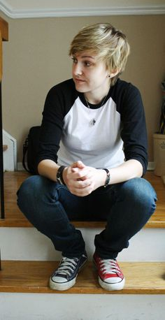 Androgynous, tomboy, love the two colored converse! Estilo Tomboy, Tomboy Stil, Tomboy Look, Androgynous Girls, Androgynous Fashion, Tomboy Fashion, Androgyny, Queer Fashion, Punk Fashion