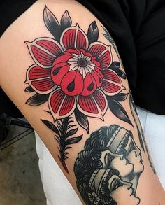 A couple of really cool and unique flower tattoos from Evgenia Sin. I'm not even sure if that is their real name but you can find them tattooing in St Petersburg Russia at No Name Tattoo shop. Body Art Tattoos, New Tattoos, Sleeve Tattoos, Cool Tattoos, Tattoo Ink, Arm Tattoo, Piercing Tattoo, Piercings, Trendy Tattoos