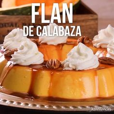 This lemon cheesecake recipe is light as a feather, wonderfully creamy and perfect for dinner partie Pumpkin Recipes, My Recipes, Mexican Food Recipes, Sweet Recipes, Dessert Recipes, Lemon Cheesecake Recipes, Flan Cake, Flan Recipe, Holiday Cakes
