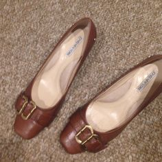 Jones New York NJSuttonn brown pumps. Just lowered price by half!       Barely worn Jones New York brown pumps.  Low heel, beautiful professional shoe Jones New York Shoes Heels