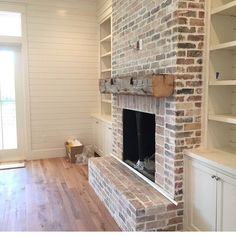 New Images Brick Fireplace with built ins Thoughts It sometimes will pay for you to skip this redesign! As an alternative to extracting the out-of-date brick fireplace , l Living Room With Fireplace, Home Living Room, Living Spaces, Kitchen Living, Apartment Living, Living Area, Kitchen Decor, Style At Home, Casa Top