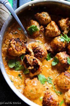 Red Curry Thai Turkey Meatballs Tender and juicy meatballs full of curry, spice and everything nice! Deliciously savory and super healthy because they are made with lean turkey. Your meatball game just reached a new level. Indian Food Recipes, Asian Recipes, Healthy Recipes, Red Curry Recipes, Healthy Thai Recipes, Indonesian Recipes, Turkey Curry, Carne, Chicken Recipes