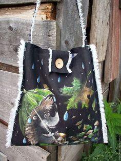 Купить или заказать Джинсовая сумочка с росписью...Ёжик под зонтиком.. в интернет-магазине на Ярмарке Мастеров. Сумочка нашла свою хозяйку. Если хотите такую же-сделаю подобную и для Вас..... Милейшее создание-Ёжик идет по лесу,укрывшись зонтиком,собирает грибочки,запасает на долгую зиму.... Сумочка сшита из черной джинсовой ткани,расписана вручную. Застежка-кокосовая пуговица,внутри льняная подкладка в клеточку)).Одна ручка для ношения на плече или просто в руке.