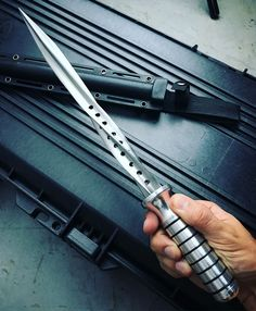 crossbow concept,crossbow tips,crossbow hunter,crossbow rack,crossbow target Pretty Knives, Cool Knives, Ninja Weapons, Weapons Guns, Swords And Daggers, Knives And Swords, Tactical Knives, Tactical Gear, Tactical Swords