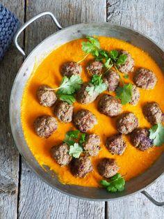Glad i kjøttboller men lei brun saus? Da skal du prøve kjøttboller i curry! Litt mer futt og kjempegodt til ris eller nan brød. Oppskriften finner du her!