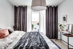 Sovrum / Bedroom, Stockholm, Sweden. Styling: VRÅ homestyling @vrahomestylingsthlm Photo: Henrik Nero @Henriknero Estate Agent: Edward & Partners @edwardpartners