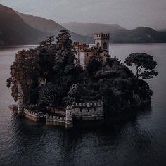 My Fantasy World, High Fantasy, Princess Aesthetic, Character Aesthetic, Aesthetic Images, Aesthetic Wallpapers, Dark Castle, Different Aesthetics, The Villain