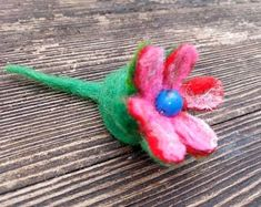 Small flower keyring or pin, hand made felted. No sewing, no glue. Unique flower brooch for jacket or dress or keyring . Ready to go ****available multicolor flowers Flower Brooch, Brooch Pin, Small Flowers, Wild Flowers, Unisex Gifts, Xmas Gifts, Belly Button Rings, Felt, Sewing
