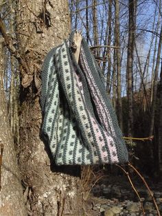 Free Pattern: Dots and Lines Cowl by Coolcats Designs
