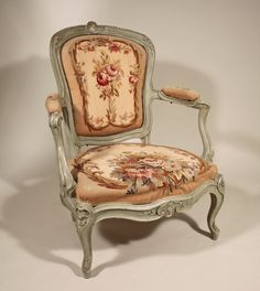 Large #armchair cabriolet #stamped Jean-Baptiste #Gourdin. Fiddle-backrest, front crossbar typically decorated #rococo with flowers and acanthus. #18th century. For sale on #Proantic by Galerie Pellat de Villedon.