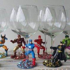 Mark your wine glasses at a party with these superhero figures. Which superhero are you? Diy Wine Glasses, Glitter Glasses, Painted Wine Glasses, Glitter Wine, Wine Glass Crafts, Wine Craft, Bottle Crafts, Geek Crafts, Diy Crafts