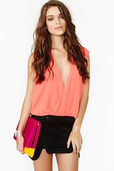 Twisted Dream Top in Coral - Outfit perfect for nights on the #beach