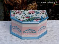 Handmade, unique box for jewellery, hairpins or small accessories. It's an ideal gift for ladies who like to add more colour in their home setting. Peafowl, Dublin, Gifts For Women, Pink Blue, Decoupage, Decorative Boxes, Jewellery, Colour, Type