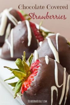 Easy Chocolate Covered Strawberries Don't buy chocolate covered strawberries at the store. Save some money and make your own. Passover Desserts, Passover Recipes, Jewish Recipes, Sweet Desserts, Delicious Desserts, Dessert Recipes, Valentine Desserts, Fruit Dessert, Fruit Snacks