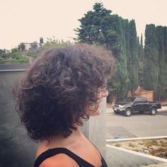 Jenny Slate short curly hair