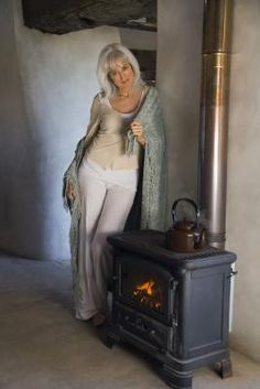 How to Line a Wood Stove With Firebrick
