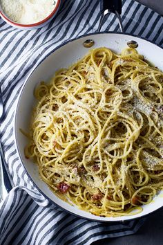 11 Classic Italian Sauces Everyone Should Learn How to Make September 13, 2016 by ERIN CULLUM   Image Sources: POPSUGAR Photography and The Kitchy Kitchen Few things are more comforting than a good bowl of pasta, and what makes it even better is a killer homemade sauce. If you've yet to master classic Italian sauces like basic tomato sauce, bolognese, and vodka sauce, now's the time! You'll thank yourself for learnin