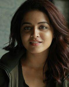 Most charmmimg girls Beautiful Hijab Girl, Beautiful Girl Photo, Beautiful Girl Indian, Most Beautiful Indian Actress, Cute Beauty, Beauty Full Girl, Beauty Women, Beautiful Bollywood Actress, Beautiful Actresses