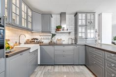 ikea kjøkken boligstyling grått COlours and counters - LOve EP Kitchen Sets, Home Decor Kitchen, Kitchen Layout, Country Kitchen, Grey Kitchen Designs, Interior Design Kitchen, Ikea Kitchen Design, New Kitchen Cabinets, Kitchen Flooring