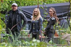 """The 100 CW - Eliza Taylor and Alycia Debnam-Carey, Clarke Griffin and Commander Lexa """"bonding"""" #The100 - Lexa is too cute"""