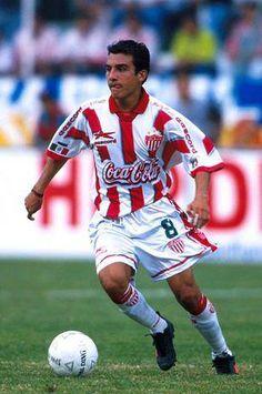 LUIS PEREZ NACIONALIDAD: MEXICO TEMP. 1999 - 2002