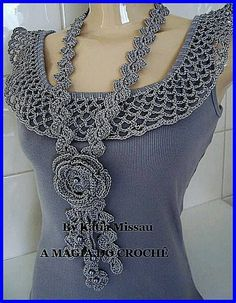 simple tank with crochet collar in this pic. It's a website no patterns just a lot of great ideas for crochet projects Col Crochet, Crochet Collar, Crochet Woman, Crochet Blouse, Crochet Scarves, Crochet Clothes, Diy Clothes, Sewing Clothes, Crochet Crafts