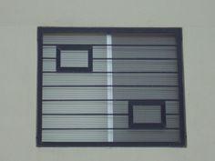 Imagen de modelo de verjas de ventana contemporáneas con barrotes horizontales y cuadros de herrería