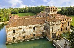 Castello di Padernello (Padernello Castle) Padernello, (near San Giacomo), Brescia, Italy - www.castlesandmanorhouses.com