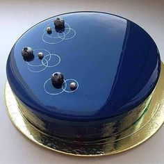 Cobertura de Vidro Para Bolos Decoration Patisserie, Dessert Decoration, Beautiful Cakes, Amazing Cakes, Mirror Glaze Cake, Glass Cakes, Elegant Cakes, Fancy Cakes, Sweet Cakes