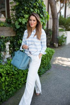 Blogger Gal Meets Glam wears a Gap fitted boyfriend oxford shirt on her weekend getaway.