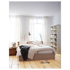 A clean design that's just as beautiful on all sides – place the bed on its own or with the headboard against a wall. If you need space for extra bedding, add MALM bed storage boxes on casters. Cama Malm Ikea, Ikea Lit Malm, Ikea Malm White, High Bed Frame, Malm Bed Frame, King Size Bed Frame, Bed Frame And Headboard, Bed Frames, Ikea Bedroom