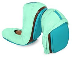 Refresh your color palette with eye-catching Mint crinkle patent Tieks. Wear these Italian leather flats with a classic pencil skirt, or pair with bold prints for a modern look. Mint Tieks are sure to put a fresh spring in your step all year round. Tieks Ballet Flats, Leather Ballet Flats, Tieks Shoes, Patent Shoes, Ballerina Flats, Leather Shoes, Ballet Shoes, Cute Shoes, Me Too Shoes