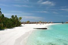 Beach view at Constance Moofushi --->>> www.voyagewave.com