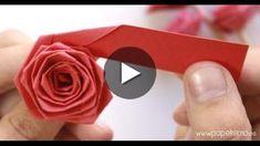 TUTORIAL: Cómo hacer rosas de papel con una tira de cartulina o papel grueso paso a paso. La técnica es tipo quilling, enrollando el listón de papel sobre si misma hasta conseguir una flor de papel. TIPO DE PAPEL: Para la flor de este tutorial se pue Rosa Origami, Origami Rose, Origami Stars, Paper Flowers Roses, How To Make Paper Flowers, Flower Paper, Diy Flowers, Tutorial Rosa, Design Origami