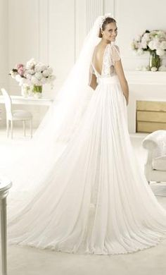 Elie Saab Lorraine: buy this dress for a fraction of the salon price on PreOwnedWeddingDresses.com