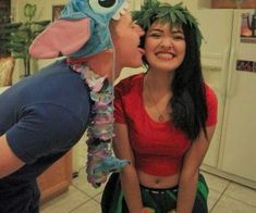 Hallowen Costume Couples Lilo and Stitch Costumes. Disney Halloween, Cute Couple Halloween Costumes, Cute Halloween Costumes, Halloween Diy, Halloween Couples, Zombie Costumes, Group Halloween, Couple Costume Ideas, Pirate Costumes