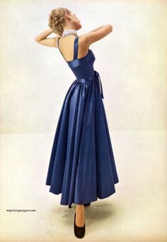 Vogue October 1947 - Photo by Irving Penn