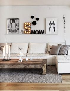 chic living room in white with wood accents, so stylish!A chic living room in white with wood accents, so stylish! Home Decor Inspiration, House Design, Home Living Room, Chic Living Room, Interior, Interior Inspiration, Home Decor, Room Inspiration, House Interior