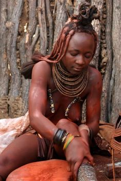 Mariana demonstrating how Himba women cover themselves in otjize, a mixture of butter fat and ochre