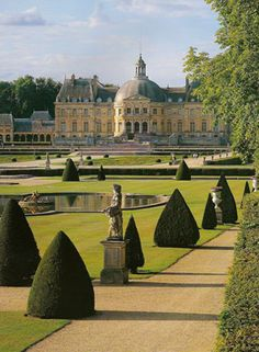 Chateau Vaux le Vicomte - built for Nicholas Fouquet started in 1658 completed in 1661 about 1250 acres