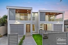 Domain has 292 Duplexes for Sale in nsw & surrounding suburbs. View our listings & use our detailed filters to find your perfect home. Town House Floor Plan, Beach House Floor Plans, Duplex House Plans, Duplex House Design, Modern House Design, Facade Design, Architecture Design, Duplex For Sale, Long House