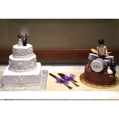 Simple wedding cake with drum-set groom's cake