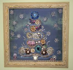 Vintage Jewelry Art Jewelry Christmas Tree - really beautiful. by susangir Jeweled Christmas Trees, Christmas Tree Art, Christmas Jewelry, Vintage Christmas, Christmas Ornaments, Christmas Decorations, Christmas Projects, Costume Jewelry Crafts, Vintage Jewelry Crafts