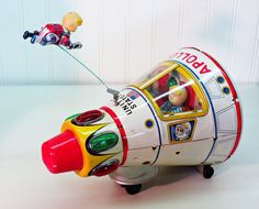Made in Japan by Masudaya (Modern Toys) in the 1960s, this tin litho Apollo spacecraft is the rarer white tin version.