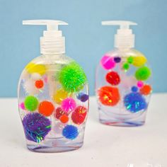 This Pom Pom Soap Craft makes washing hands fun for kids and grown-ups alike. It& a fun decor idea for a kids& bathroom or even a classroom! Projects For Kids, Diy For Kids, Cool Kids, Crafts For Kids, Crafts To Make, Fun Crafts, Diy Locker, Unicorn Ornaments, Pom Pom Crafts